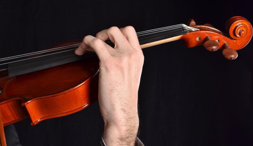 Giora Schmidt es una violinista estadounidense / israelí que vivió una experiencia inigualable en pleno vuelo. (Foto: Pixabay)