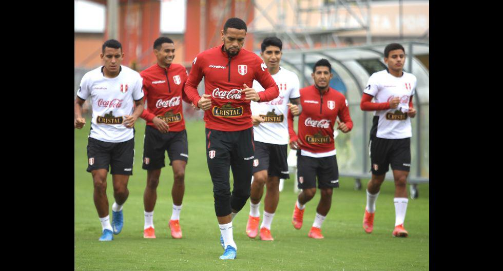 La selección peruana entrenó esta mañana antes de viajar a Quito. (Foto: FPF)