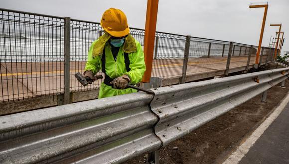 El personal de la Municipalidad de Lima a cargo de las obras cuenta con los equipos de protección necesarios para resguardar su salud, como cascos, guantes, mascarillas y calzado cerrado. (Municipalidad de Lima)