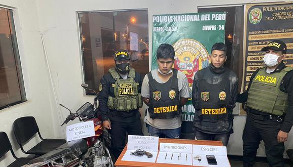 Presuntos delincuentes juveniles usaban una moto sin placa para cometer asaltos.