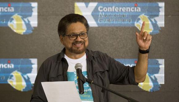'Iván Márquez', jefe del grupo negociador de las FARC, anunció que la guerrilla aprueba unánimemente el acuerdo de paz (AP).