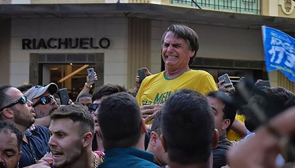 Médicos afirman que candidato presidencial Jair Bolsonaro tuvo riesgo vital tras ser apuñalado durante mitin. | Foto: AFP