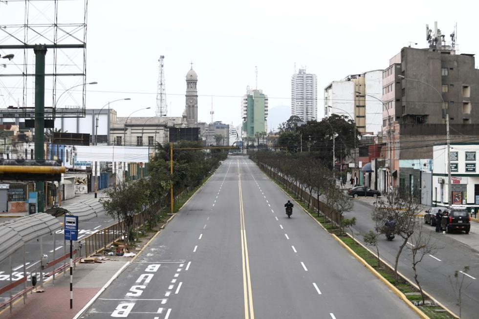 Las principales avenidas de la capital lucen vacías. (Fotos Giancarlo Ávila / GEC)