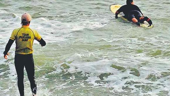 En la Costa Verde se practica regularmente el surf en la playa Makaha.