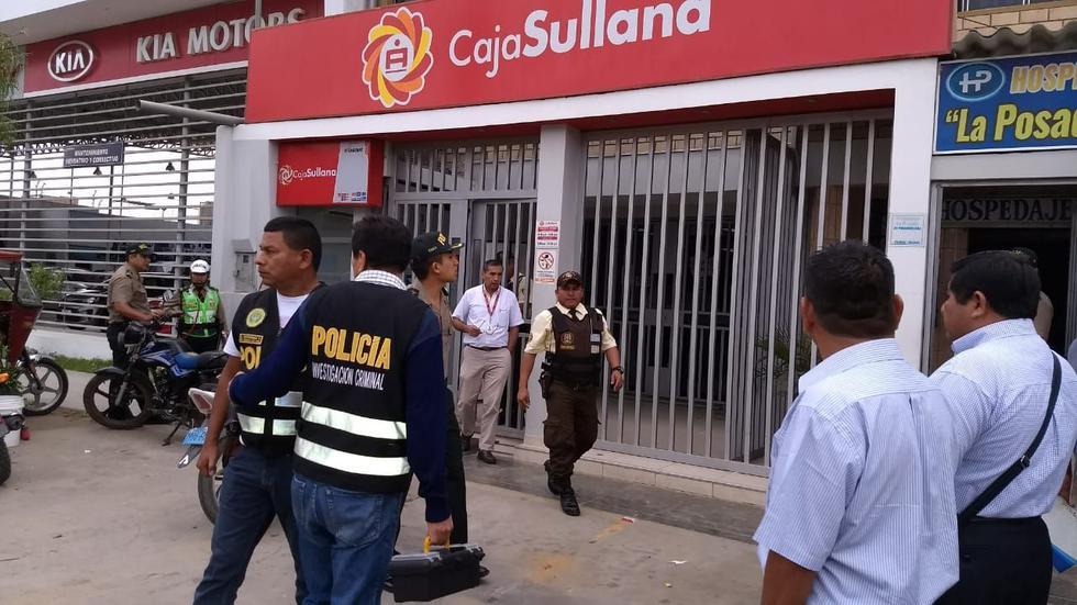 La Policía llegó a la agencia bancaria para iniciar las investigaciones.