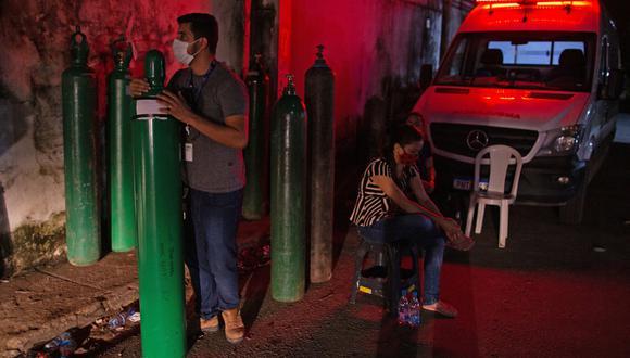 La caravana con el oxígeno debe ayudar a aliviar la situación en Manaos, una ciudad de 2,2 millones de habitantes, donde los hospitales colapsaron por la explosión de casos de coronavirus. (Foto referencial: Michael DANTAS / AFP)