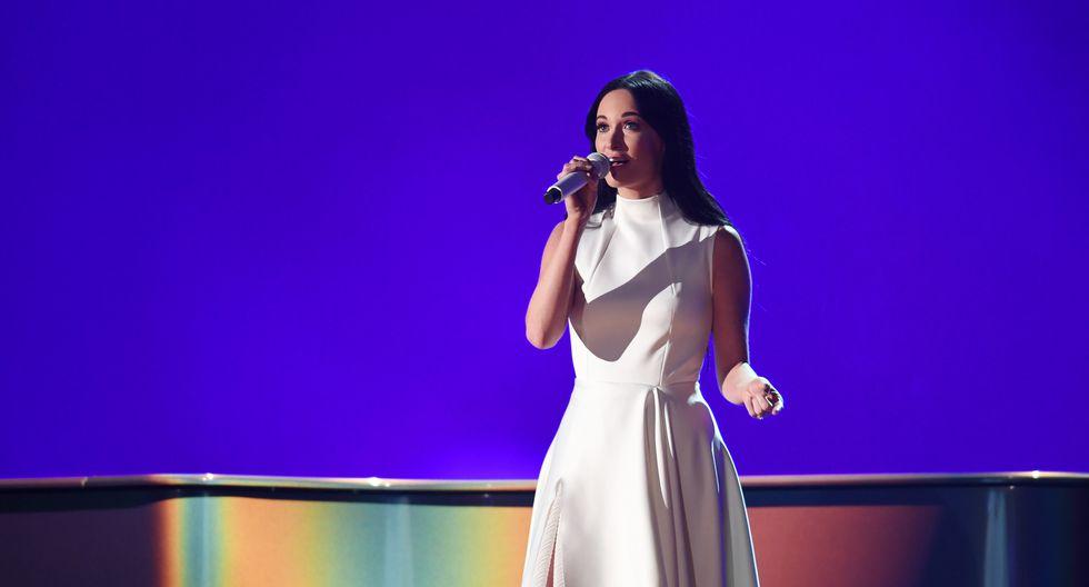 Kacey Musgraves ganó cuatro premios Grammy incluyendo Mejor álbum del año. (Fotos: AFP)