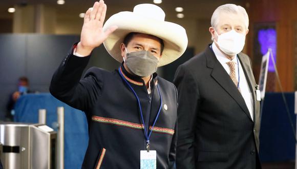 Pedro Castillo acompañado del canciller Óscar Maúrtua. Reunión con Nicolás Maduro no estaba programada. (Presidencia)