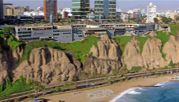 El centro comercial se encuentra frente al Océano Pacífico, en el distrito de Miraflores. (Larcomar)