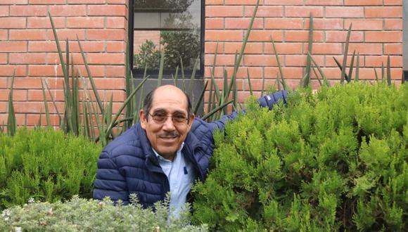 """""""Cuidar no es regar de vez en cuando. Hay que podar, fumigar y darles su espacio y tiempo"""", dice el ingeniero agrónomo que nació en Huaraz  (Foto: Aura Guío)"""