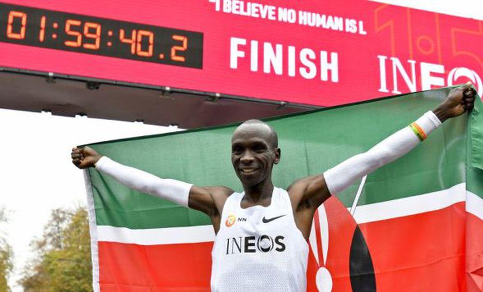 El destacado atleta, que sólo ha sido derrotado en una ocasión de un total de 12 maratones, ha vencido este sábado incluso a su único rival en la pista: el crono. (Foto: AFP)