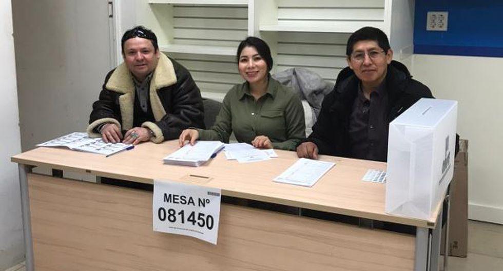 Miembros de mesa instalados en Seúl para jornada electoral. (Cancillería)