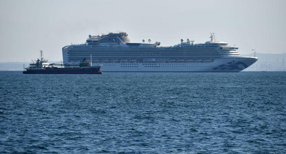 El crucero Diamond Princess se ve cerca del puerto de Yokohama. Al menos 10 personas en un crucero en cuarentena frente a las costas de Japón han dado positivo por el nuevo coronavirus, dijo el ministro de salud de Japón. (AFP)
