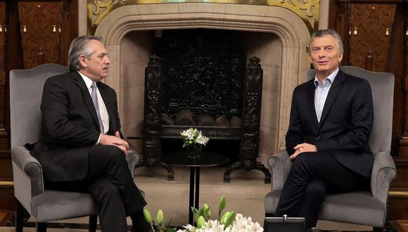 El presidente Mauricio Macri y el presidente electo Alberto Fernández durante una reunión en el palacio presidencial Casa Rosada en Buenos Aires, en Argentina. (Foto: AFP)