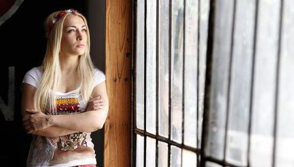 Inna Shevchenko protagonizó uno de los mayores escándalos de Femen al destruir una cruz de la Iglesia ortodoxa. (Reuters)