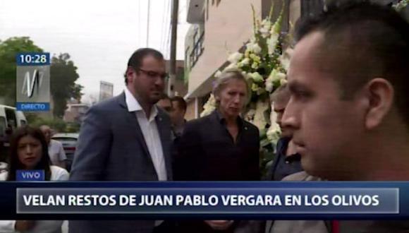 Ricardo Gareca acudió al velorio de Juan Pablo Vergara en Los Olivos. (Fotos: Canal N)