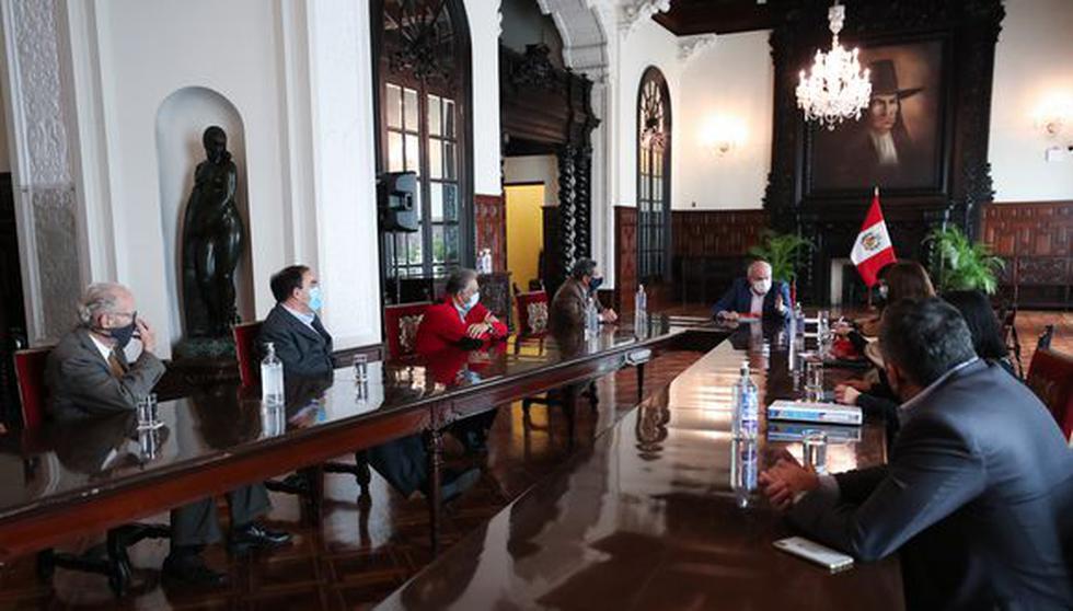 En su cuarto día como primer ministro, Cateriano se reúne esta mañana con representantes de Acción Popular. (Foto: PCM)