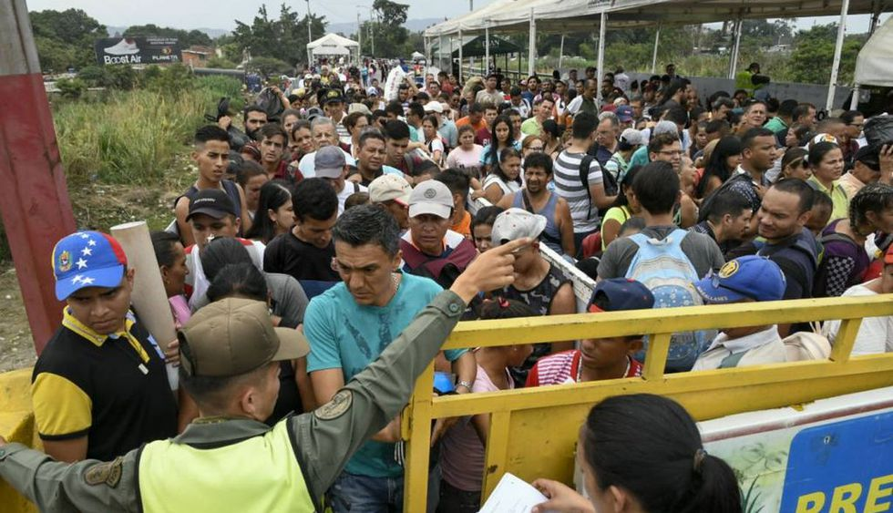 Cientos de miles de venezolanos huyen de su país producto de la crisis. (Foto: AFP)