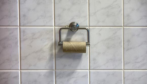 La madre dijo a los oficiales que había escondido el papel higiénico de su hijo porque estaba usando demasiado en un momento en que el producto escasea en los supermercados.