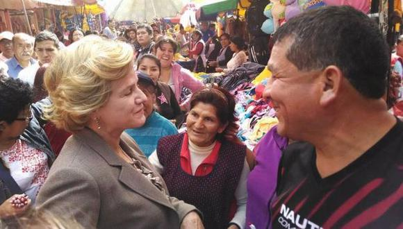 Pilar Nores saludó a comerciantes de San Juan de Lurigancho. (Facebook de Enrique Cornejo)