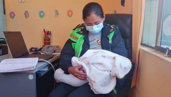 Arequipa: Abuela denuncia a su propio hijo y nuera por el presunto abandono material y moral de su nieto de un mes de nacido, a quien dejaron en su casa.