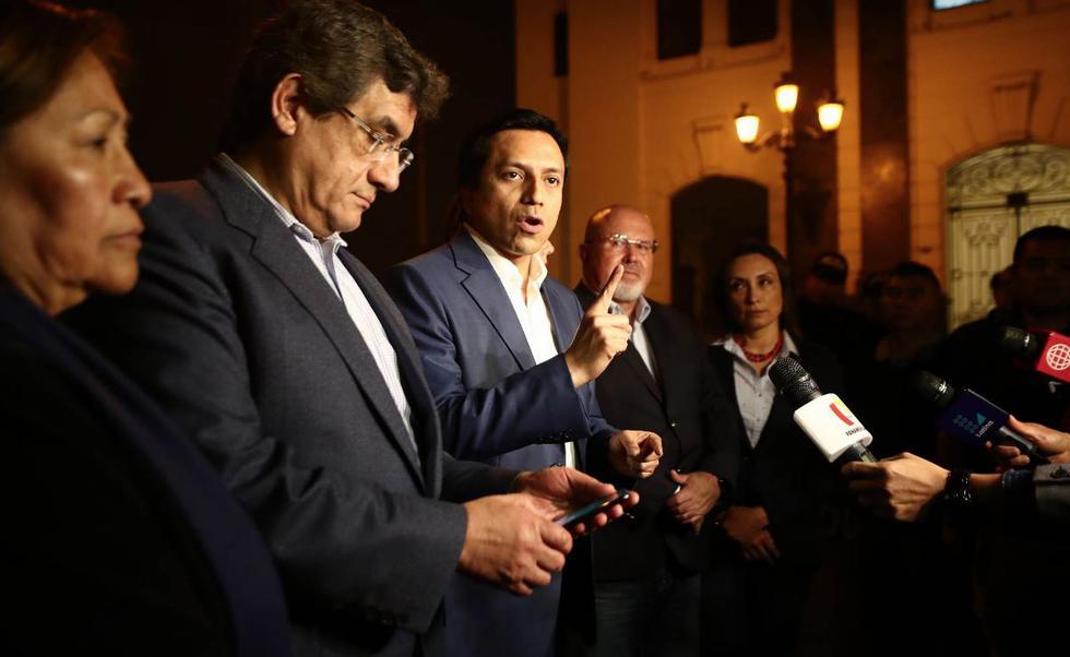 Imágenes de la llegada de los congresistas de la bancada de PpK para la reunión con el presidente Vizcarra en Palacio. (César Campos Medina/Perú21)