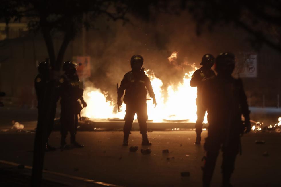 Centro de Lima | Manifestantes se concentran nuevamente en plaza San Martín  y la Policía los dispersa con bombas lacrimógenas | Portestas contra la  vacancia presidencial | nndc | LIMA | PERU21