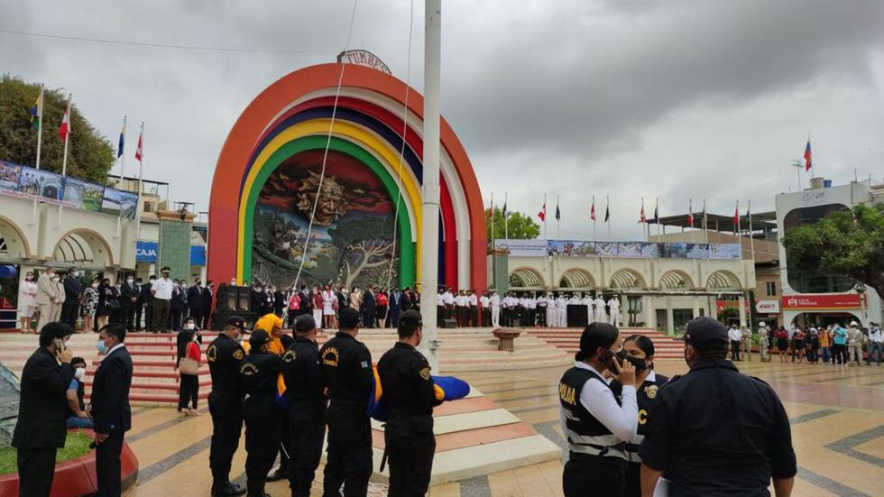 El territorio peruano, a lo largo y ancho, amaneció cubierto con los colores patrios rojo y blanco a pocas horas de celebrarse los 200 años de la Independencia del Perú. (Región Tumbes/Foto: Proyecto Bicentenario)