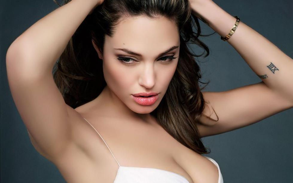 1). Angelina Jolie no solo es reconocida  y aclamada como actriz, también se desempeña como modelo, filántropa y guionista. (trinityeyes.files.wordpress.com)