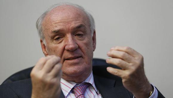 José Antonio García Belaunde señala que Sebastián Piñera no quiere dejar el poder con baja popularidad. (César Fajardo)