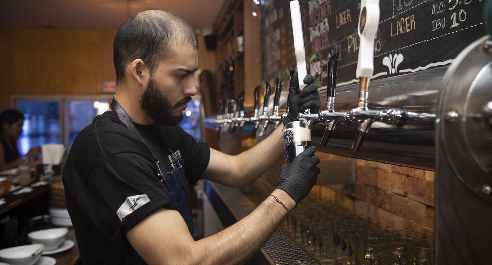 En el Centro hay 21 cervezas, ocho de las cuales son de la casa, y 40 tipos de cocteles, algunos basados en cerveza artesanal. (José Rojas)