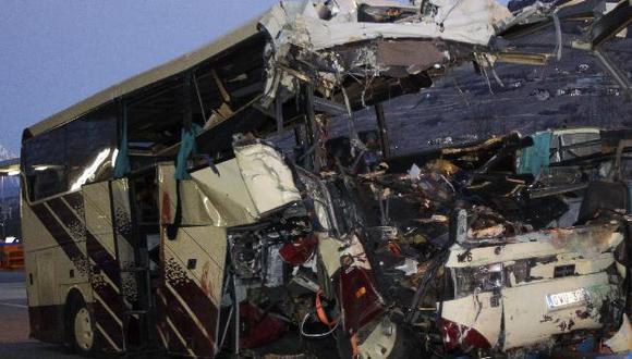 El vehículo que transportaba a 52 personas, la mayoría eran escolares. (Reuters)