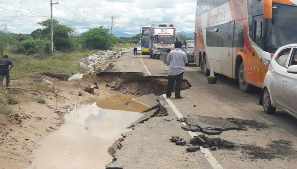 Vía permanece interrumpida entre los kilómetros 823 y 826. (El Comercio)