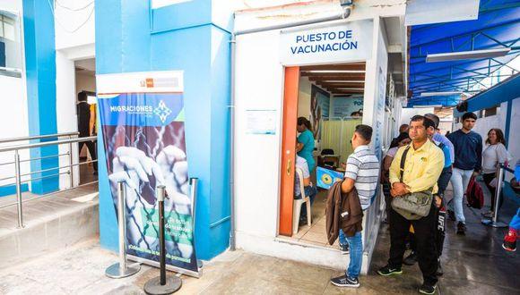 La vacuna es gratuita y la atención en el módulo del Ministerio de Salud es todo el día. (Migraciones)