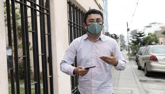 Guillermo Bermejo sale de su vivienda en Pueblo Libre tras culminar primera audiencia de juicio oral. (Jessica Vicente/GEC)