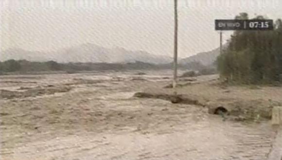 Huaico: Río Huaycoloro se desbordó en San Juan de Lurigancho y este viernes ha crecido el caudal. (Captura de TV)