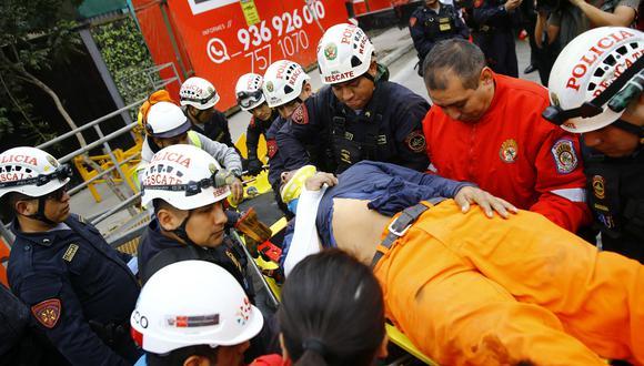 Los obreros heridos fueron rescatados por los bomberos y llevados al hospital Edgardo Rebagliati y a la Clínica Internacional (Allen Quintana).