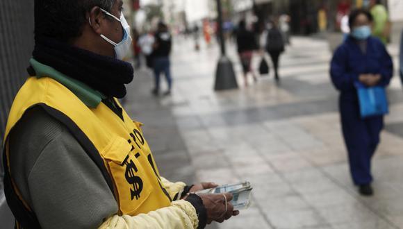 En el mercado paralelo o casas de cambio de Lima, el tipo de cambio se cotiza a S/ 3.590 la compra y S/ 3.615 la venta. (Foto: Leandro Britto / GEC)