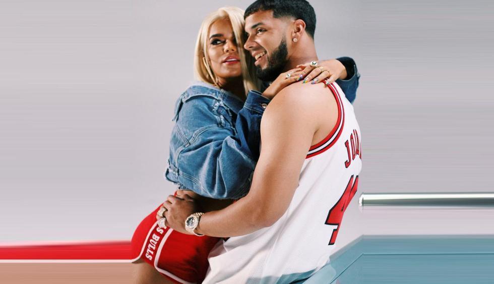 Anuel AA y Karol G decidieron demostrar que su relación va en serio y se tatuaron sus nombres tras confirmar su romance. (Foto: Captura de video)