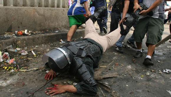 Policía Percy Huamancaja se encuentra molesto con liberación de vándalos que lo atacaron. (El Comercio)