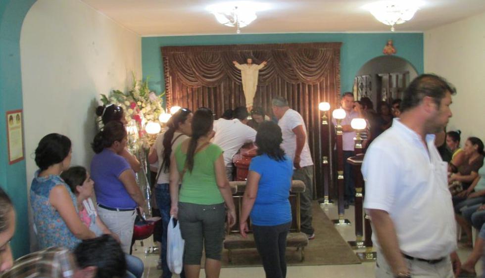 Restos de Edita Guerrero Neira son velados en su casa del asentamiento humano Micaela Bastidas, en Piura. (Foto: Cinthia Cherres)