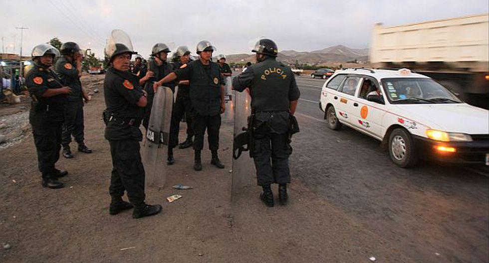 Carretera Panamericana fue bloqueada con piedras y llantas quemadas. (G. Falcón/USI)