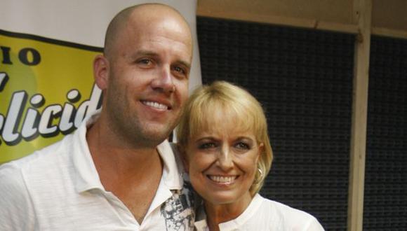 Gian Marco Zignago junto a su madre, Regina Alcóver. (USI)