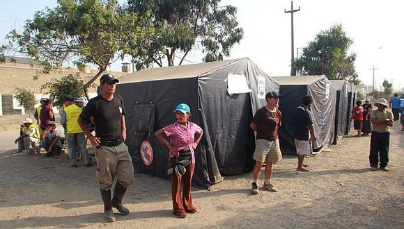 Damnificados están en carpas provisionales. (Andina)