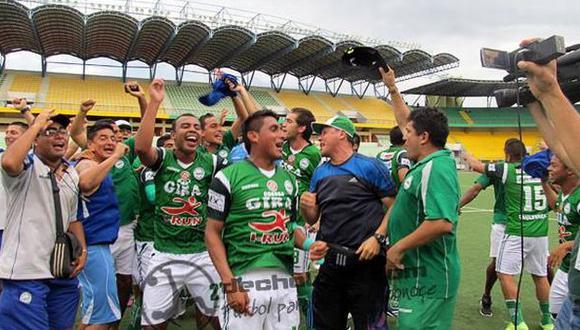 Los jugadores celebraron en Pucallpa el ascenso. (Foto: dechalaca.com)