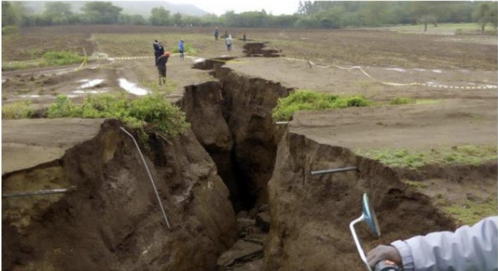 Esta es la imagen de una grieta en Kenia que fue considerada para graficar el terremoto de magnitud 8 en Loreto. (Foto: Twitter)