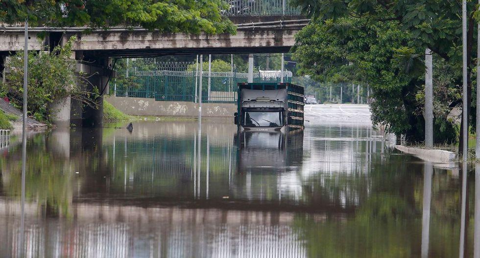 La paralización del tránsito, las inundaciones y las amenazas de nuevos deslizamientos obligaron a los bomberos a recomendar a los paulistanos que permanezcan en sus casas. (AFP).