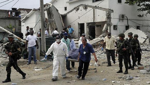 SALVAJES. Moto-bomba en el puerto de Tumaco dejó once muertos y dañó varios inmuebles. (AP)