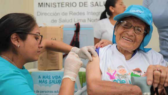 Minsa inició campaña de vacunación contra la neumonía para adultos mayores.