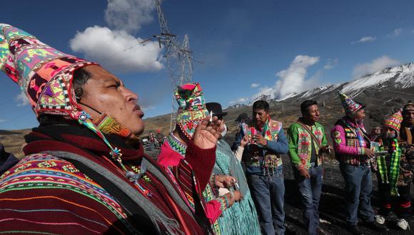 Con ritual andino piden a las divinidades que alejen el coronavirus de Bolivia. (EFE/Martín Alipaz).